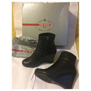 PRADA Leather Zippered Ankle Boots  Nero   EU 39